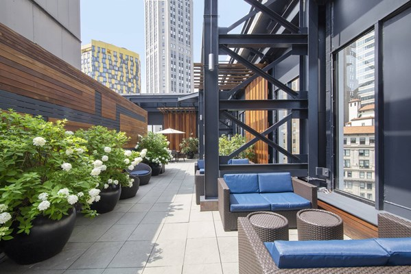 10 Hanover Square Rooftop Sundeck