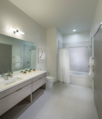 3033 Wilshire Bathroom