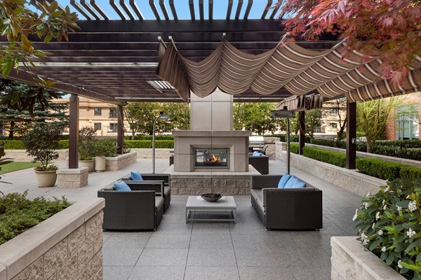 Ashton Bellevue Outdoor Terrace