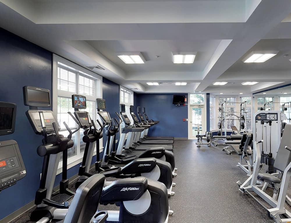 Community & apartment amenities at inwood west woburn ma